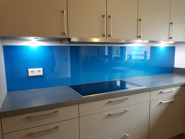 Blaue Küchenrückwand